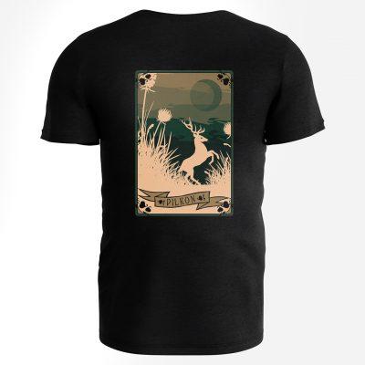Jeden z dwóch wzorów Pilkonowych koszulek. Stonowana kolorystycznie karta do gry z wizerunkiem jelenia.